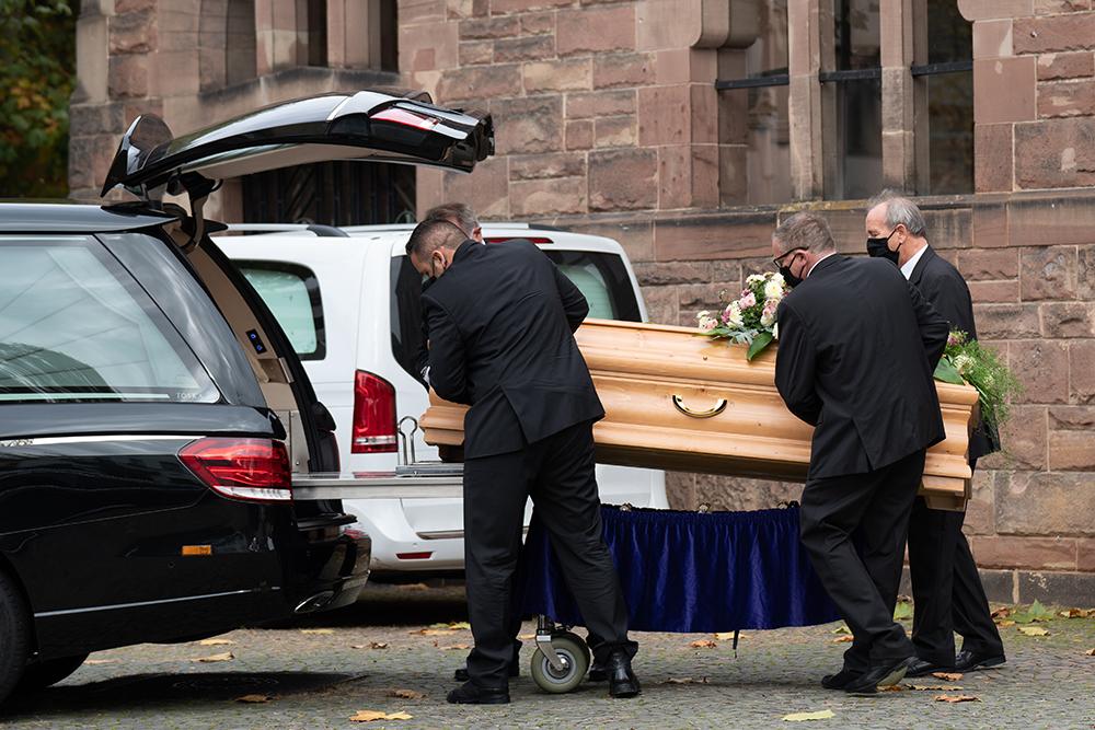 Erdbestattung | Schweitzer Bestattungen